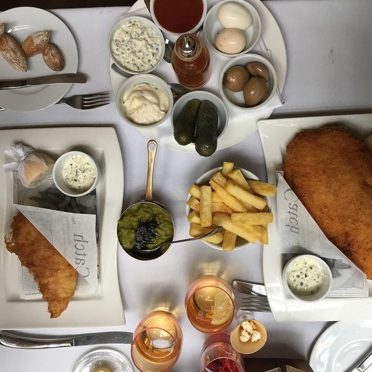 #fishfriday Awesome #fish n chips @chamberlainsfishandchips in Leadenhall Market. Beer battered cod and panko Plaice fat chips mushy peas and homemade pickles. Restaurant quality fish for takeaways. Impressed that they didn't use stale old cooking oil to fry too. #bestoflondon