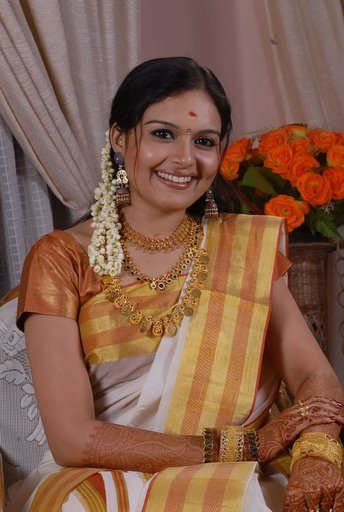 malayalam-actress-ramya-in-kasavu-saree  _(¯`·._  http://youtu.be/VyIlmex5qG0  I_.·´¯)_