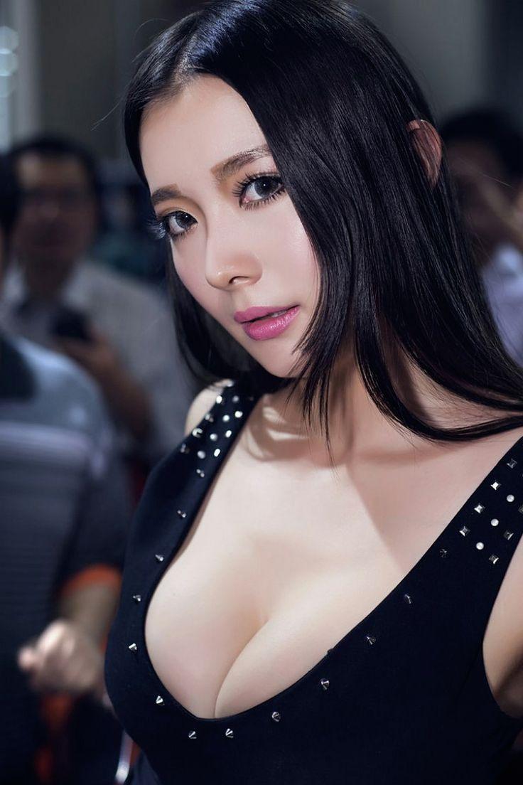 Her big boobs wallpaper hd ass