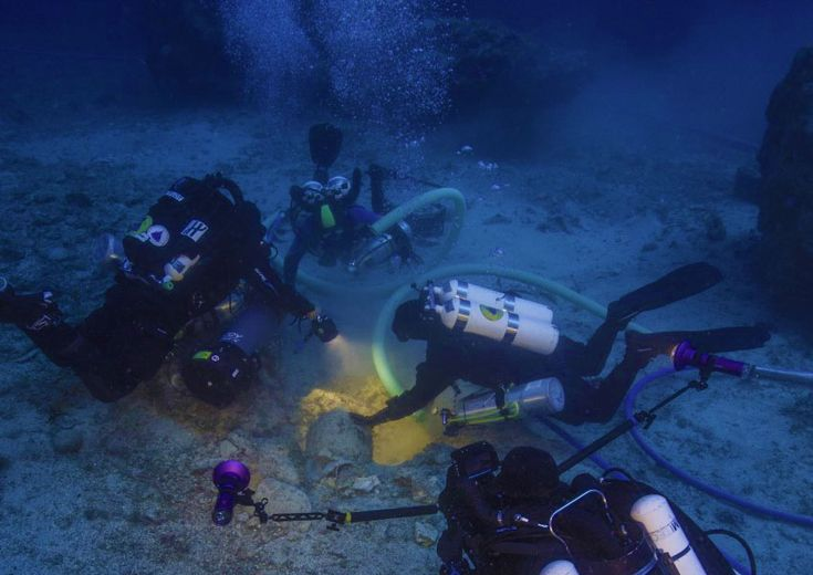 Blown glasses and jewelry among the new findings from Antikythera Shipwreck