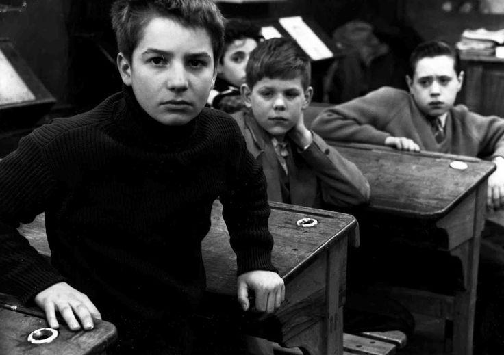"""""""LES 400 COUPS"""" de François Truffaut, sorti en 1959.  Les Quatre cents coups est le premier épisode d'une série de cinq films ayant pour personnage principal Antoine Doinel. Je suis tombé amoureux du cinéma francais grâce au François Truffaut."""