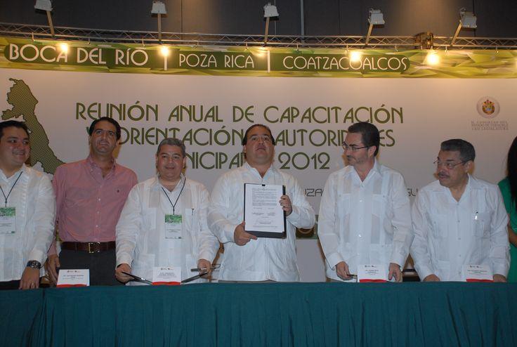 El Gobernador de Veracruz, Javier Duarte de Ochoa, firmó como testigo de honor el Convenio de Colaboración Administrativa entre el ORFIS y la SEFIPLAN.