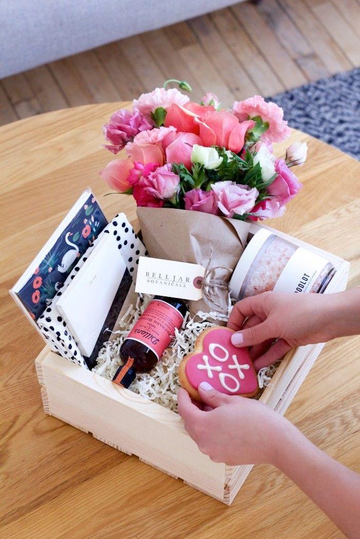 Valentinstag Geschenke Fur Manner Und Ihre Partnerinnen Blumen Kasten Voll Mit Klein Valentinstag Geschenke Selber Machen Diy Geschenke Mann Valentinstag Ideen