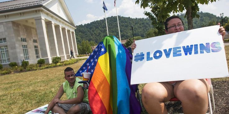 After Kim Davis is jailed, clerk's office issues marriage license to gay couple