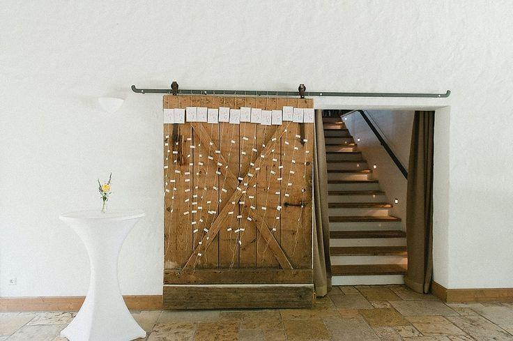 Liebevolle Scheunenhochzeit auf der Maisenburg | Hochzeitsblog The Little Wedding Corner