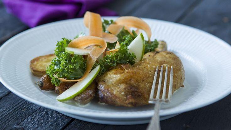 Stegt kylling med skilt sovs og grønkålssalat   GO'