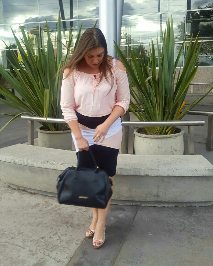 En modo rosa. In Pink Mode.  #happystyle #fashion #style #stylish #love #instafashion #instagood #photooftheday #clothes #wiw #mylook #fashionista #todayimwearing #instastyle #outfitpost #fashionpost #todaysoutfit #fashiondiaries #glam #stylish #me