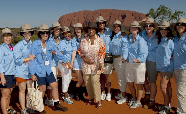Oprah Winfrey visits Uluru: photo by www.sdpmedia.com.au