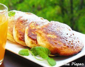 Smaczny i łatwy deser - szybkie placuszki na jogurcie, obsypane cukrem pudrem
