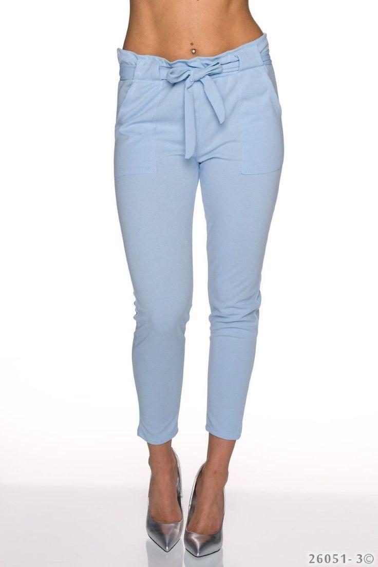 Εφαρμοστό παντελόνι με ζώνη και τσέπες.95% Polyester 5% Elastane
