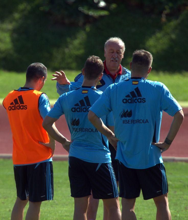 Del Bosque charla con los jugadores en Las Rozas en 2013 #seleccionespanola #LaRoja #diariodelaroja