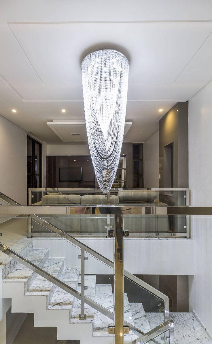 エレガントで豪華な気分に浸る家 #homify #ホーミファイ #エレガント #ラグジュアリー  Lyssandro Silveira の クラシカルな 廊下&階段