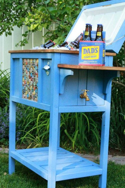 Novice to Insanity: Wood #Projects - outdoor cooler (different color though) #DIY