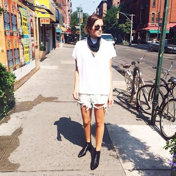 how to wear baggy denim shorts