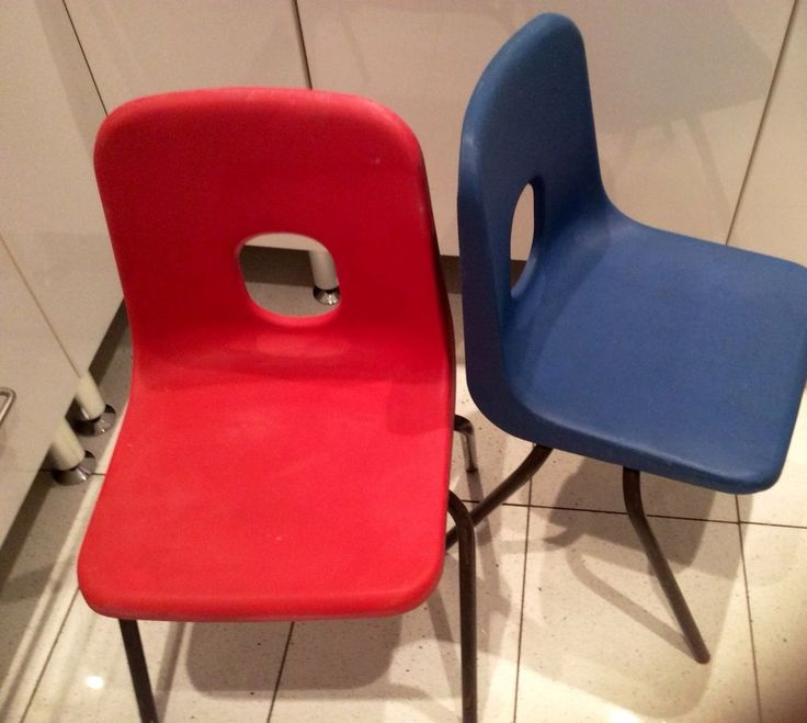 Retro Hille Robin Day plastic chair child stackable school chairs Blue & Red