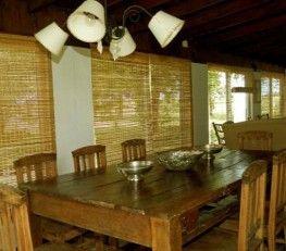 CI32625 - Gualeguaychú - Entre Ríos. po: Posada 2* Posada. Hab.: 8 - Cat.: 2* - Estado: Bueno. Sup. cub.: 450 Mts2 - Terreno: 30.000 Mts2. A tan solo 12 minutos de la ciudad de Gualeguaychú. Amplio parque arbolado. Piscina de cemento de 10 x 5 mts, cercada. Reposeras, sombrillas Casa 1: Confortable casa de campo (140mts2), 6 ambientes, para 8 o 10 personas, 4 dormitorios con ventilador de techo. Amplia cocina comedor.