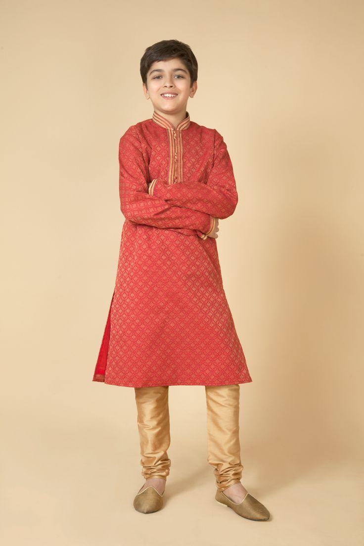 Jamevar kurta churidar with thread work on collar. Item number KB15-32