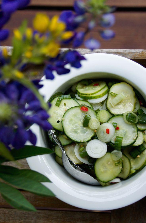 Raikas kurkkusalaatti kesäpöytään © Hanna Stolt |Gurmee.net