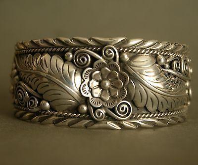 Vintage-Native-American-Navajo-Sterling-Silver-Leaf-Foliate-Cuff-Bracelet-58-gr