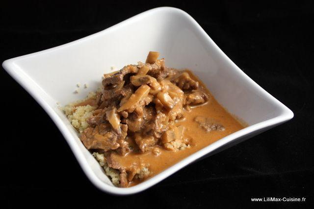 Un délicieuse recette mijotée et qui réchauffe : le boeuf Stroganoff. Testez le, vous ne serez pas déçu !!