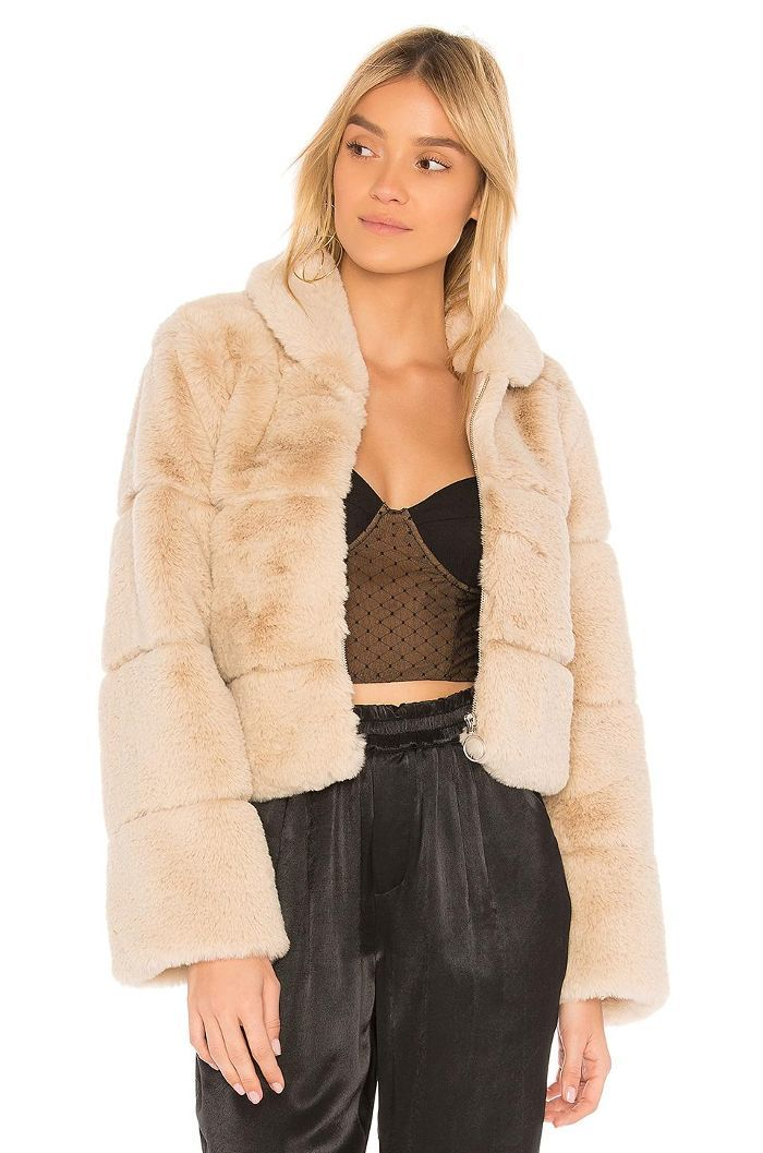 4b9b848c4 8 Outfits L.A. Girls Wear Over and Over Again   I got it   Faux fur ...