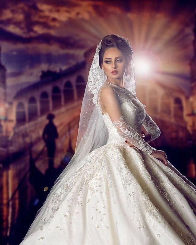 """fashion designar : zainab al wawan @legende_bridal - makeup & hair : hanan dashti salon @hanandashtisalons - flowers : omar al rayyes @omar_alrayyes - location : al bastaki hotel @albastakihotel - model : LoLo @model_lolo2 - photographer & retoucher : mohammad husain @zero.pixel - - #kuwait #ksa #oman #qatar #bahrain #uae #dubai #fashionista  #fashion #style #makeup #arab #beauty #model  #bridal #dress #fashionshow  #fashionblogger #photooftheday #look #picoftheday  #ازياء #like4like…"
