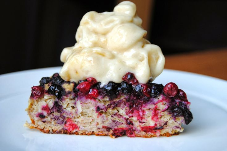 "Healthy Super Low-sugar Berry Cake with Banana ""Ice Cream"" / Terveen Hyvää"