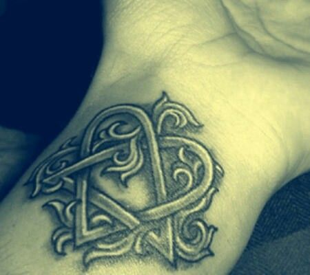 Idk why but this was always my favorite tattoo of the Heartagram. Maybe because it's elegant but also simple? Hmm.