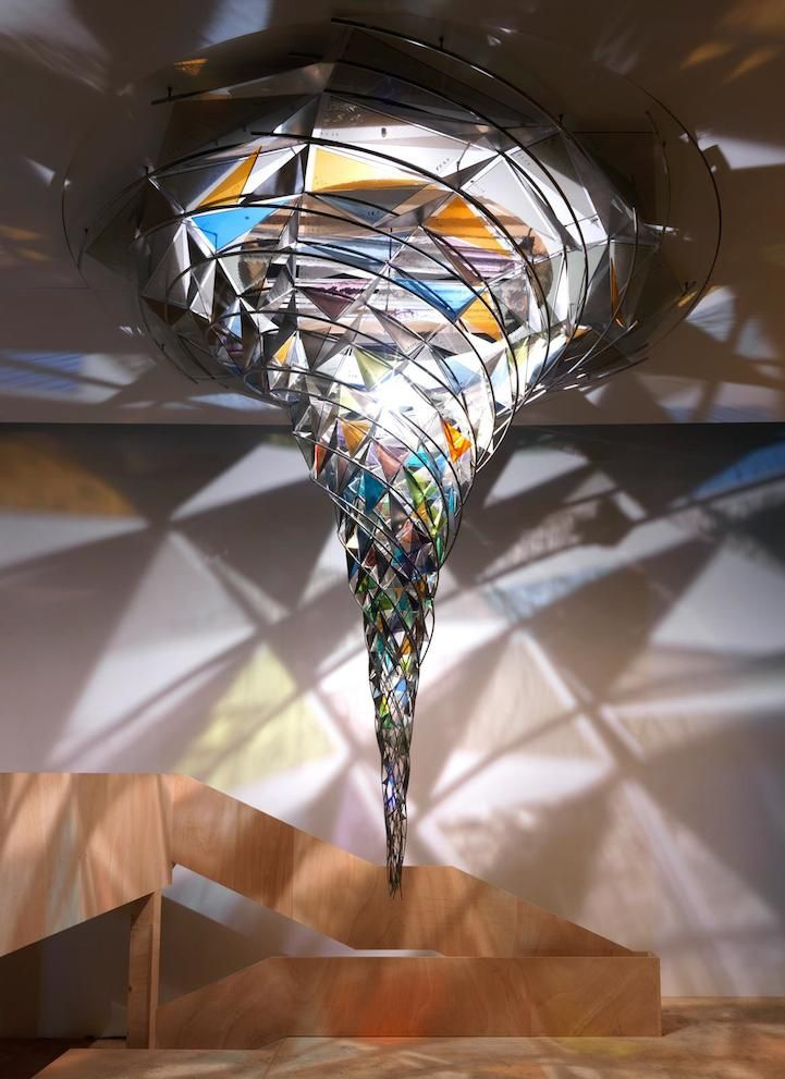 Mesmerizing Kaleidoscopic Glass, installation par Olafur Eliasson #art #installation #tornado