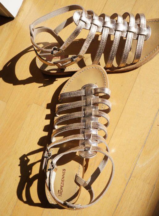 Schöne, bequeme goldnen Sandalen der französischen Marke Les Tropéziennes. Größe 41  nur 2-3 Mal getragen, gold steht mir ...