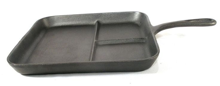 VINTAGE SQUARE COLONIAL DIVIDED BREAKFAST CAST IRON CAMP FIRE SKILLET PAN FRYER  #Unbranded 7369