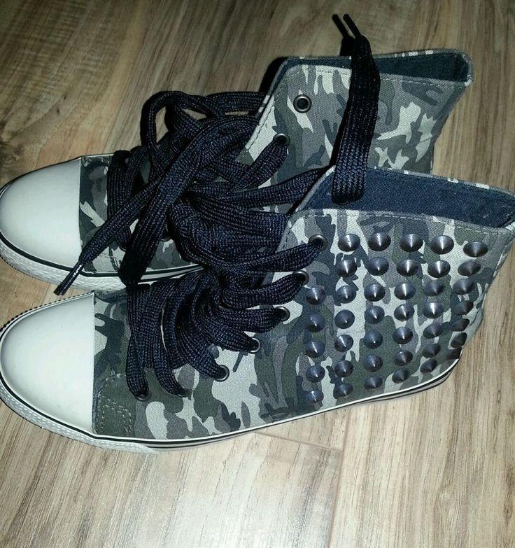 Women's Camo Athletic shoe #ArizonaJeans #AthleticshoesinCamowithstuds