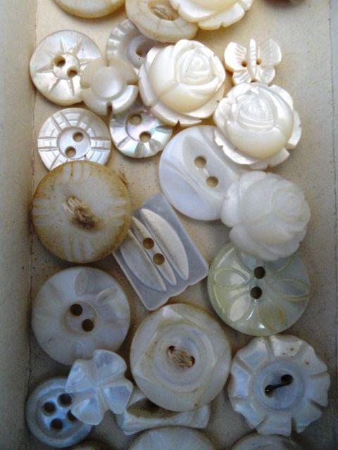 Mother of pearl buttons.. quels beaux boutons de nacre
