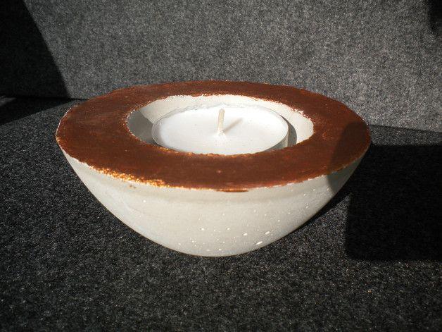 Beton Schale für drinnen und draußen in der Trendfarbe Kupfer. Eine weitere Möglichkeiti, zur Nutztung dieser Schale ist es, sie als Teelichthalter (großes Teelicht) zu benutzten.