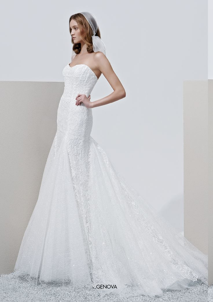 "Collezione Privée 2015 - Elisabetta Polignano ""Genova: bridal dress a sirena con bordatura di pizzo #wedding #weddingdress #weddinggown #abitodasposa"