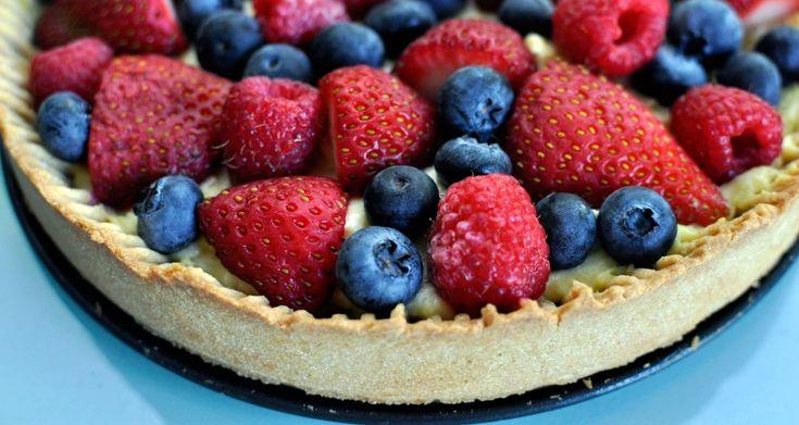 Recipe for a Simple Berry Tart With Vanilla Custard: Recipes Food, Yummy Recipes, Simple Berry Tarts, Strawberries, Simple Berries Tarts, Recipes I D, Custard Awesome, Vanilla Custard