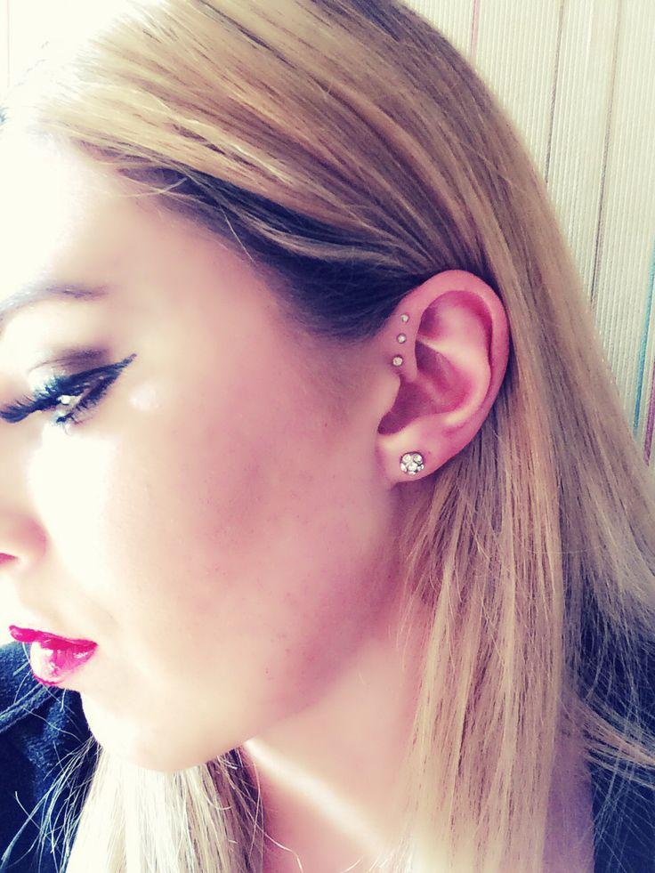 Forward triple helix Ear Piercing