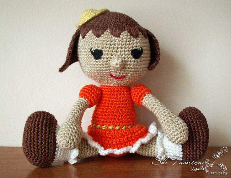 вязаная кукла сидит