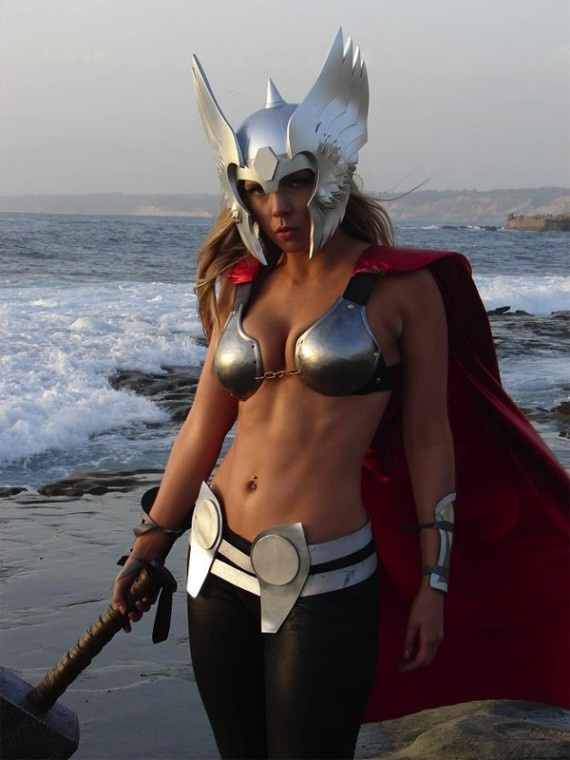 The power of Mjolnir!Lady Thor, Halloween Costumes, Superhero Parties, At The Beach, Thorcosplay, Farmhouse Style, Ladythor, Thor Cosplay, The Avengers