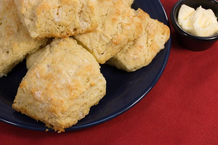 Classic Paula Deen-Style Buttermilk Biscuits | FaveSouthernRecipes.com