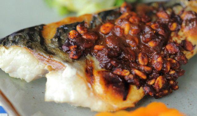 鯖のつぶつぶ金山寺味噌焼き