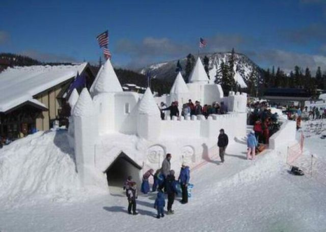 Someone come over and build me this snow fort!!