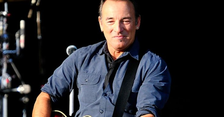Bruce Springsteen and the E Street Band kicked off the final leg of the Wrecking Ball tour last night in Santiago, Chile, their first show in South Am