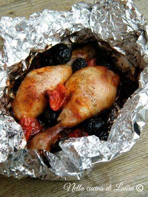 cosce di pollo al cartoccio con pomodorini e olive nere - nella cucina di laura