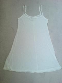 Heel mooi zomerjurkje van TOPmerk X-AS Tweelaags jurkje: glad onderjurkje met kanten bovenjurkje Met spaghettibandjes Maat 38 Kleur wit Zga nieuw Prijs € 35,-