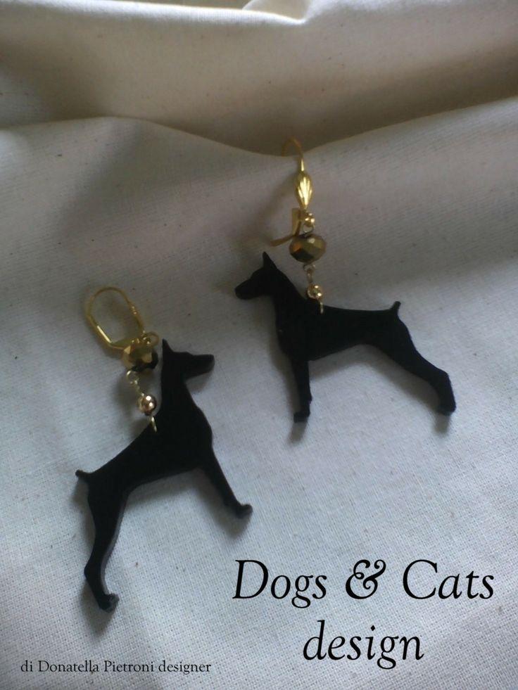 14208 - Orecchini con Dobermann in plex nero lucido. Pezzo unico. Dogs & Cats design di Donatella Pietroni designer