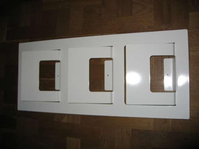 Har det hvidt avisholder til væg fra Ikea.