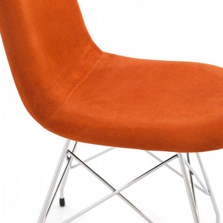 #dettagli di #design, #qualità #madeinitaly #sedia KUBE con base in metallo a traliccio #stile #eiffel, sedile #monoscocca rivestito in #tessuto #arancio. #chairsoutlet www.chairsoutlet.com