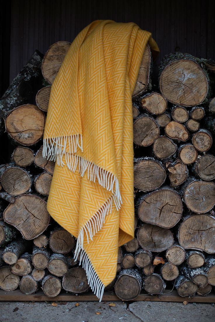 IIDA blanket, 100% wool, by Lapuan Kankurit