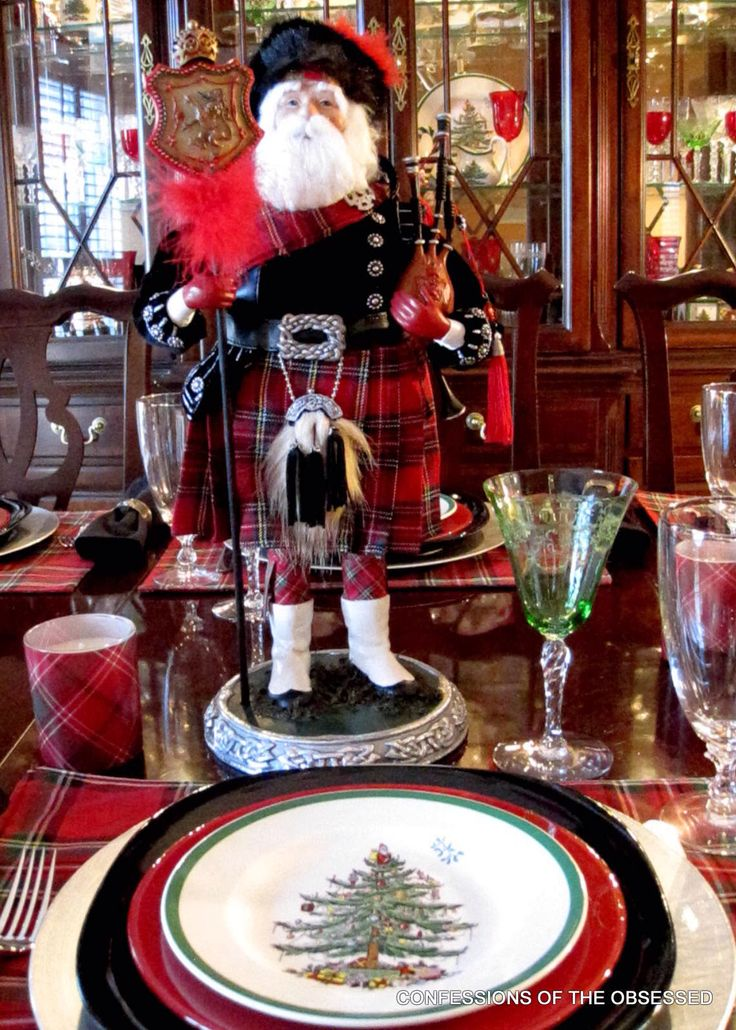 Mesa de Natal com Pai Natal escocês.